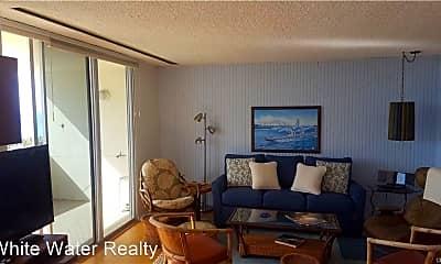 Living Room, 420 Monterey Ln, 2