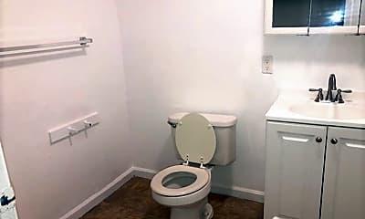 Bathroom, 831 1/2 W 40th Pl, 2
