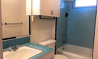 Bathroom, 1420 Ward Ave, 2