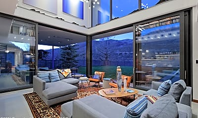 Living Room, 1350 Mountain View Dr, 1