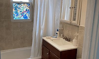 Bathroom, 44 Woodbine St, 2