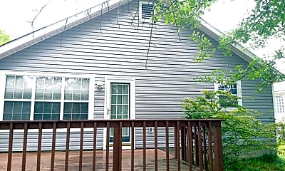 Building, 533 Blue Ridge Crossing, 1