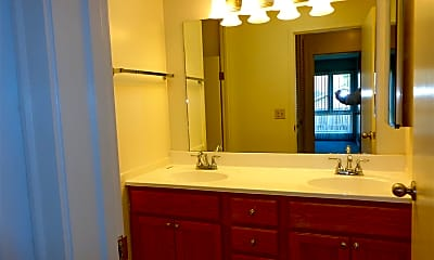 Bathroom, 3400 Knoxville Ave, 2