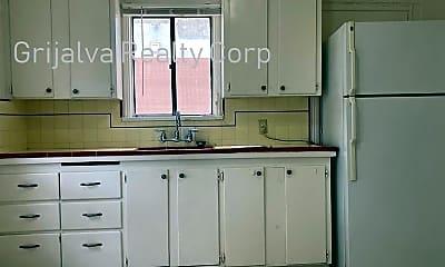 Kitchen, 3220 E Blacklidge Dr, 1