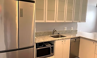 Kitchen, 1025 Cathedral St 2F, 1