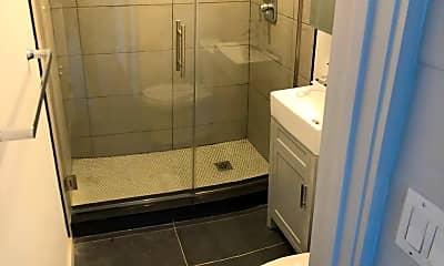 Bathroom, 333 Ocean Blvd, 2
