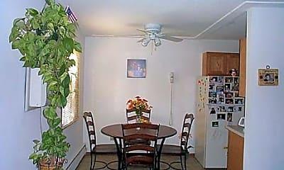 Tiki Apartments, 2