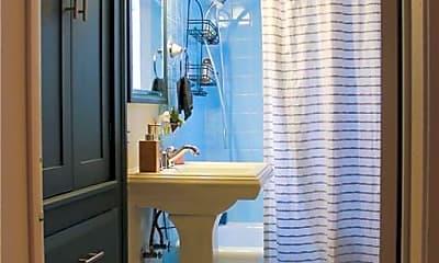 Bathroom, 2836 San Gabriel St, 2