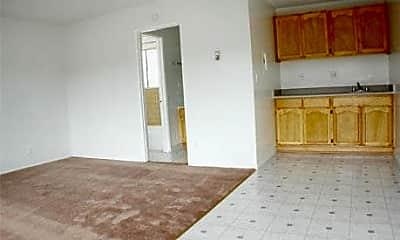 El Adobe Apartments, 2