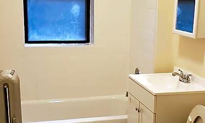 Bathroom, 3048 W Gunnison St, 1