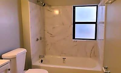 Bathroom, 515 1/2 Quincy St, 2