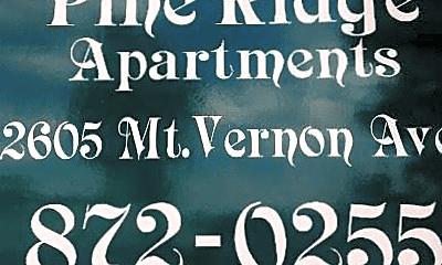 Living Room, 2605 Mount Vernon Ave, 2