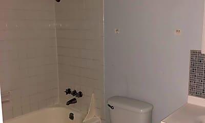 Bathroom, 505 S Poplar St, 2