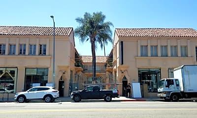 Building, 725 N Western Ave, 1