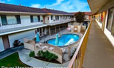 Pool, 15527 Woodruff Ave, 1