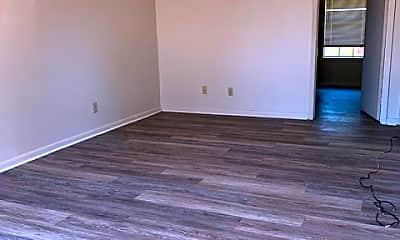 Living Room, 1009 Saratoga St, 1