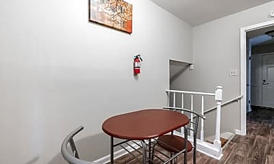 Room for Rent -  a 5 minute walk to bus 186, 1