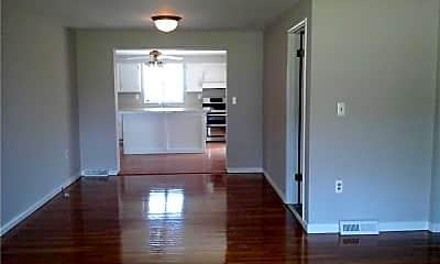 3870 Tuscarawas Rd, 1