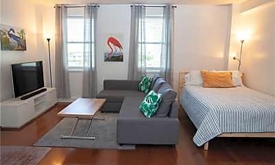 Living Room, 1205 St Charles Ave 706, 1