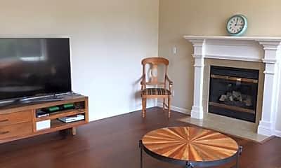 Living Room, 6104 Preston Cir, 1