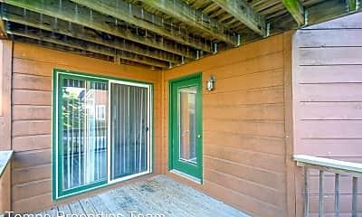 Patio / Deck, 523 E Smith Ave, 2