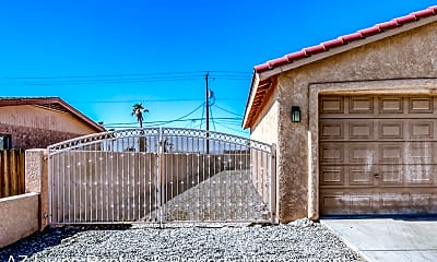 Building, 635 Roamer Ln, 1