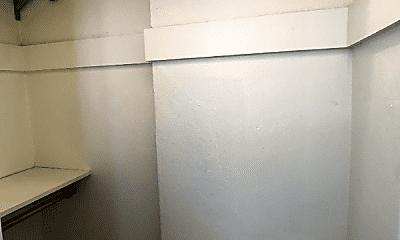 Bathroom, 838 Lasalle St, 2