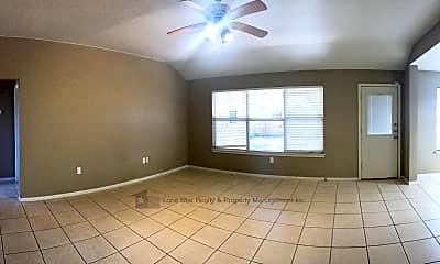 Living Room, 2904 Phoenix Dr, 1