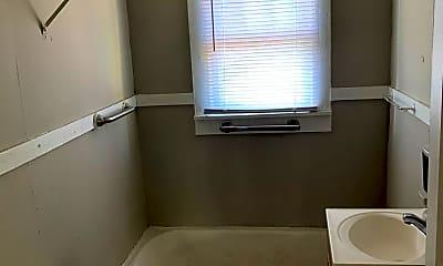 Bathroom, 2906 E 2nd St, 2