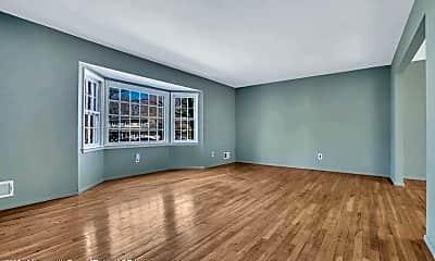 Living Room, 519 Oakview Dr, 1