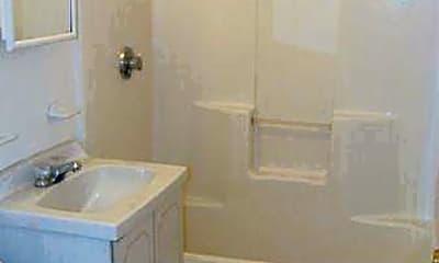 Bathroom, 10 Morgan Pl, 2
