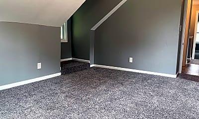 Living Room, 407 N Kansas St, 2