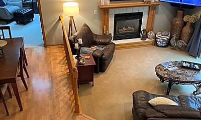 Living Room, 740 Woodridge Dr S, 1