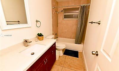 Bathroom, 2001 NE 62nd St 722, 2