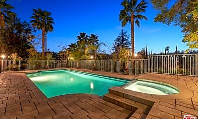 Pool, 4440 Hayvenhurst Ave, 2
