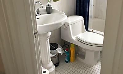 Bathroom, 101 Traymore St, 2