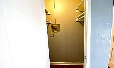 Bathroom, 415 Maverick St, 2