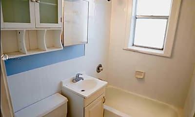 Bathroom, 344 Mendoza Ave 2, 2
