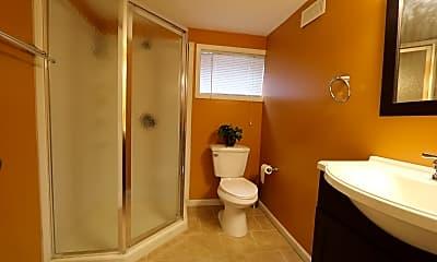Bathroom, 5S681 Heather Ct, 2