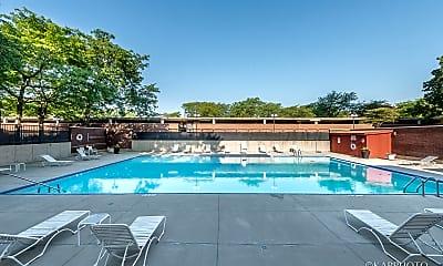 Pool, 3001 S Michigan Ave 907, 2