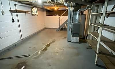 Bathroom, 311 Dearborn Ave, 2