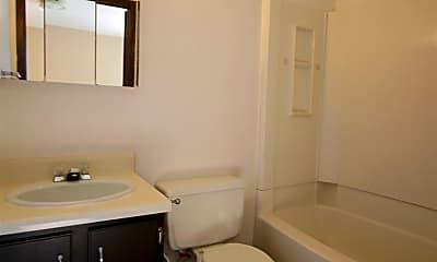 Bathroom, 523 N 7th St, 2