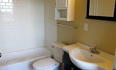 Bathroom, 2900 Cherokee St, 2
