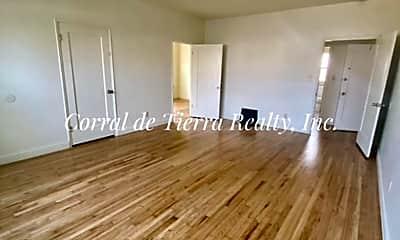 Living Room, 412 Soledad St, 1