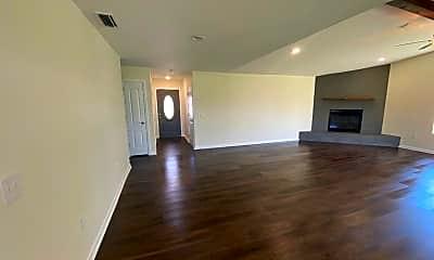 Living Room, 5917 Howard Rd, 1