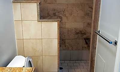 Bathroom, 1211 Spruce St 1R, 2