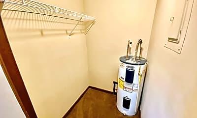 Bathroom, 1547 S Green River Rd, 2