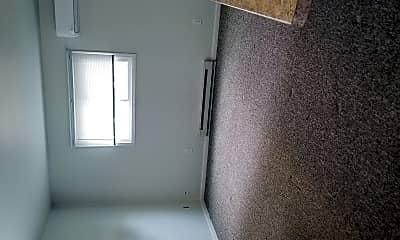 Bathroom, 529 N Dewey Ave, 2