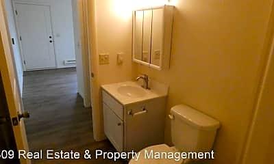 Bathroom, 500 S Darst St, 2