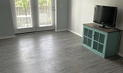 Living Room, 706 Ashlawn Pl, 1